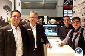 Am Messestand von Carl Zeiss Vision