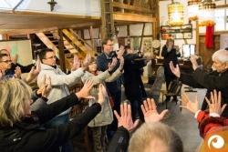 2014-11Optische Täuschung - welches ist die größere Hand? | Offensichtlich.de-1713Optische-Taeuschung-die-groessere-Hand