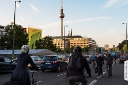 Critical Mass Berlin am Alexanderplatz im Mai-2015 | Offensichtlich Berlin