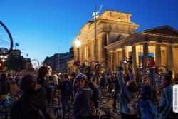 Critical Mass Berlin am Brandenburger-Tor im Mai-2015 | Offensichtlich Berlin