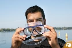 Tauchmasken-Test-2015-Anprobe-Passform Die Tauchmaske ohne Maskenband aufsetzen