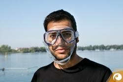 Tauchmasken-Test-2015 Anprobe-Passform Nun leicht durch die Nase einatmen - die Maske sollte nun bequem sitzen ohne runterzufallen
