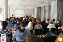 Voller Saal bei der Eröffnung des Barcamps 2014| Offensichtlich Berlin