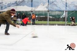 2016-01-Buegeleisen-Curling-Berlin-06-Voller-Einsatz-vor-der-Kamera-Offensichtlich
