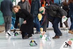 Das Team Bürogolf bei den ersten Würfen | Bügelseisen Curling / Round Table 44 Berlin