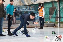 Die Proben finden bei Schönstem Wetter statt  | Bügelseisen Curling / Round Table 44 Berlin