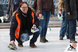 Auch das Organisationsteam kann ein paar Würfe machen | Bügelseisen Curling