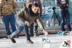 Auch das Material wird nicht geschont | Bügelseisen Curling / Round Table 44 Berlin