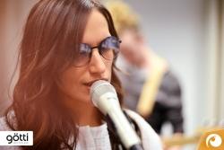 Sängerin Lea Lu mit Götti Sonnenbrille Tamal-S mit modischen halb verspiegelten Gläser | Offensichtlich Berlin
