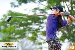 Profigolferin Wichit Sawatdee mit Rudy Project Golfbrille Rydon | Offensichtlich Optiker Berlin