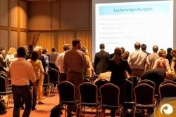 Ein aktiver Vortrag über Fitness am Arbeitsplatz von Dr. med. Verena Seiffert