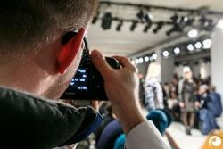 Norman bei der Arbeit // Foto: Maximilia Leitner | Offensichtlich Berlin FashionWeek FRAMERS MAISONNOEE