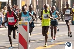 Die erste Gruppe um Leonard Komon | 34. Berliner Halbmarathon