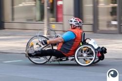 Rollstuhlfahrer und Handbiker auf dem Halbmarathon
