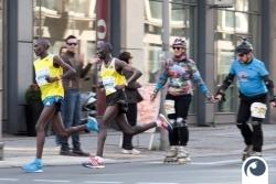 Selbst per Inline Skater hat man vor den Verfolger zirka 3km vor dem Ziel keine Chance
