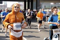 Bei Kilometer 20 noch immer mit Spaß dabei | 34. Berliner Halbmarathon