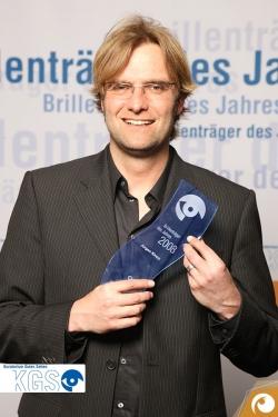 Jürgen Klopp hat nicht nur viel Werbung für Brillen gemacht, er ist auch Brillenträger des Jahres 2008 | Offensichtlich.de
