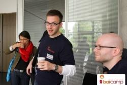 Norman mit frischem Kaffee auf zur nächsten Session | Barcamp Erfurt