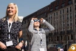 Es gab viel zu wenige Sonnenfinsternisbrillen, aber wir von Offensichtlich elfen gern aus