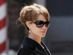 Angelina mit Tom Davies Sunglasses
